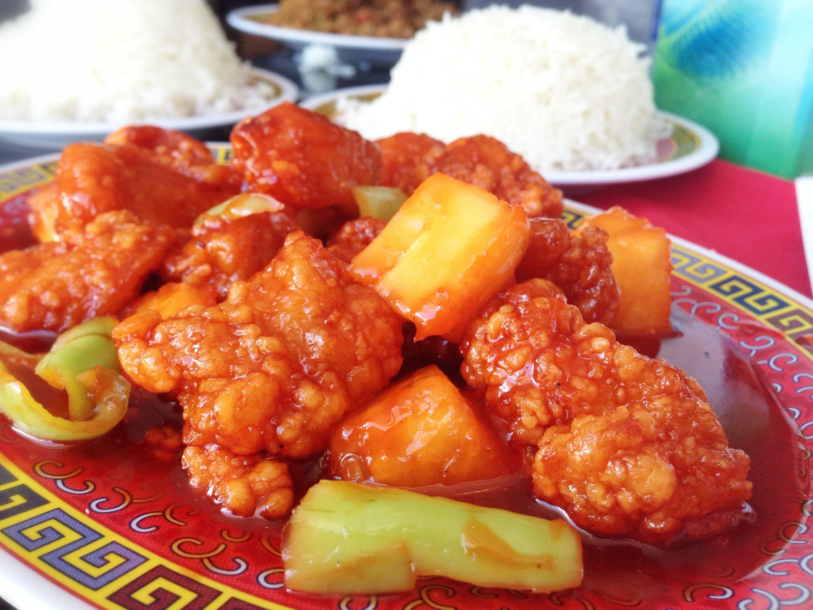 Pollo agridulce, uno de los platos estrella del Expreso Gran Muralla