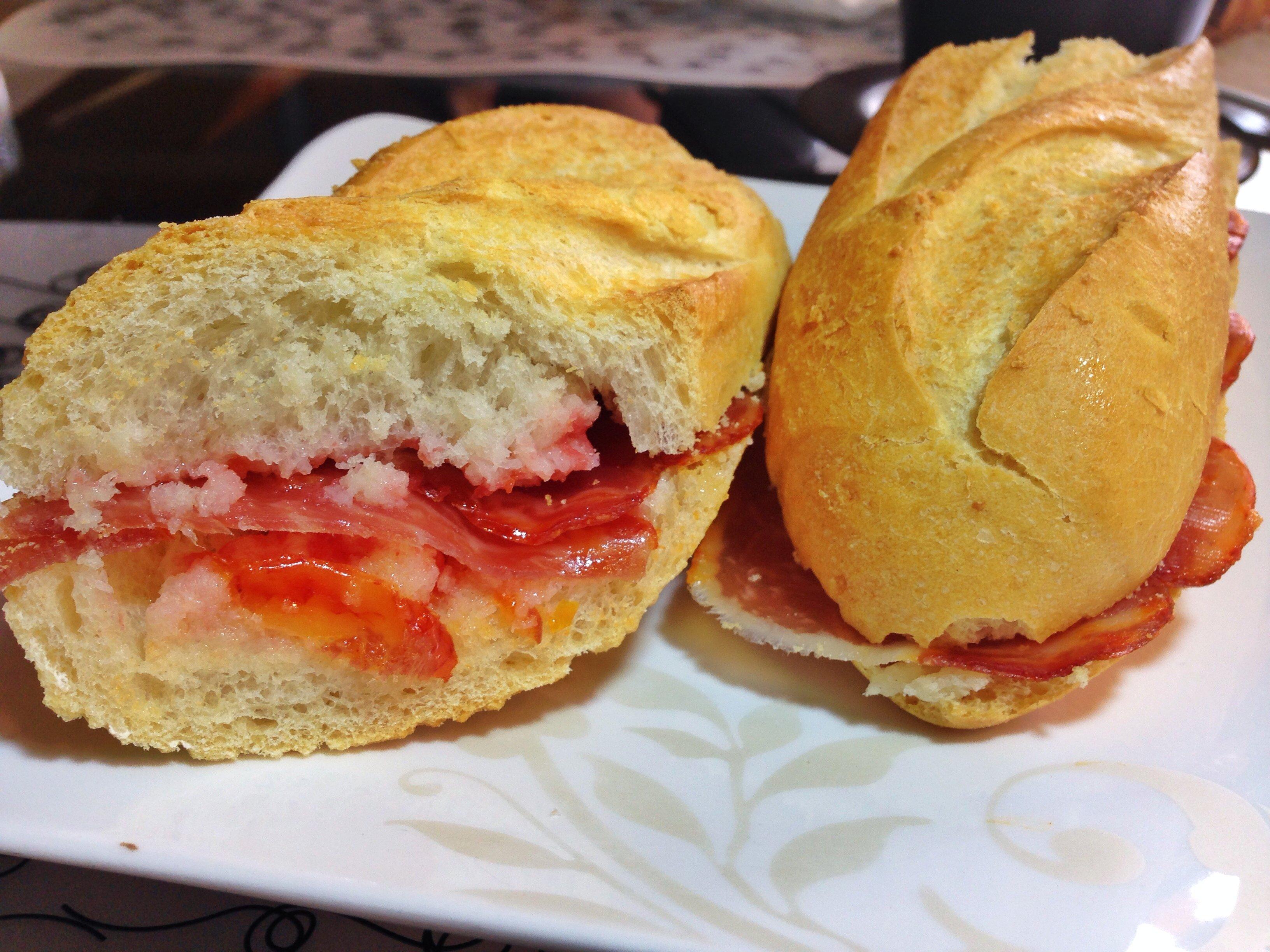 Sandwich de lomo ibérico en pan a la catalana, La Churrería.