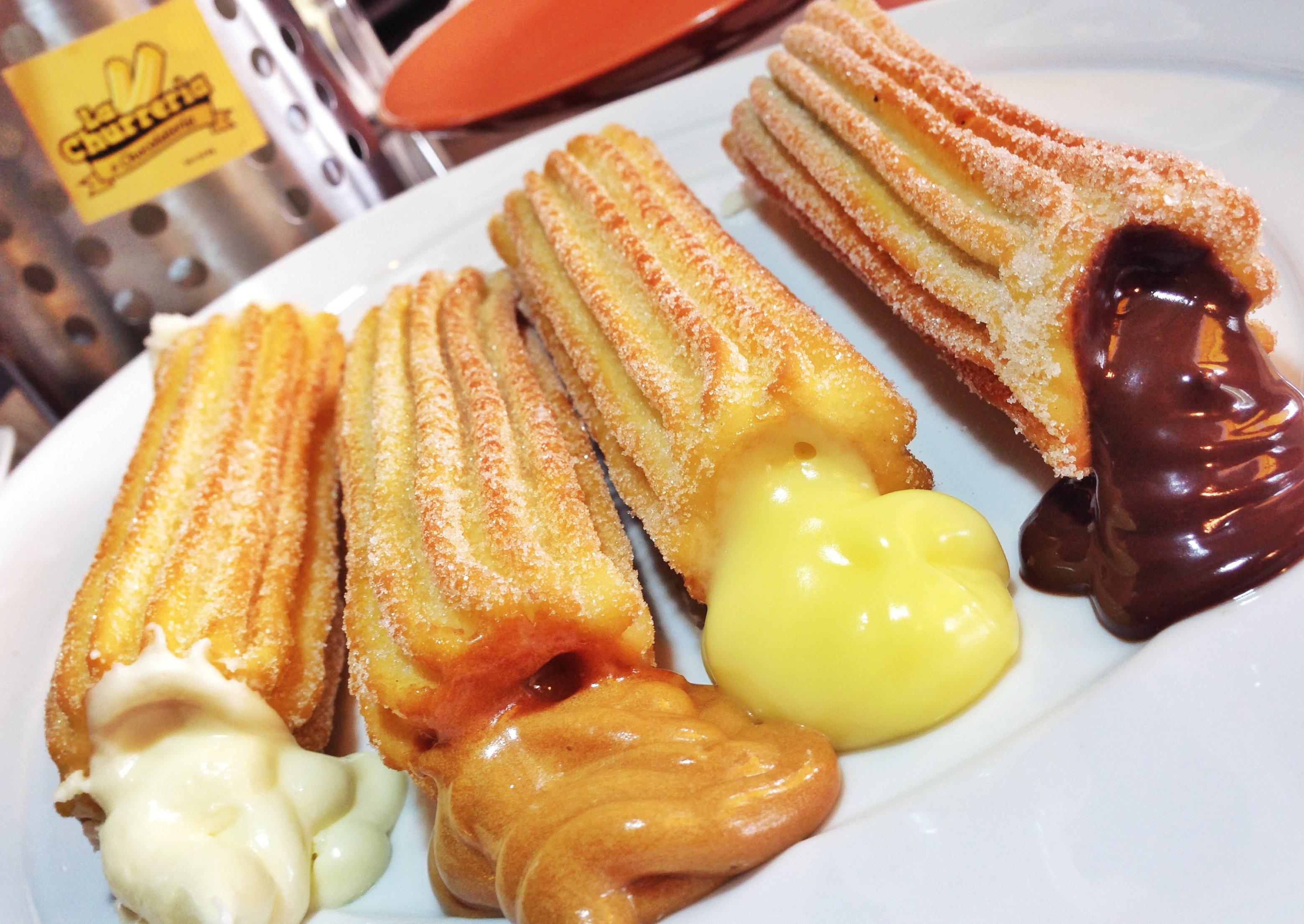 Churros rellenos de la Churrería: chocolate blanco, dulce de leche, crema pastelera y chocolate.
