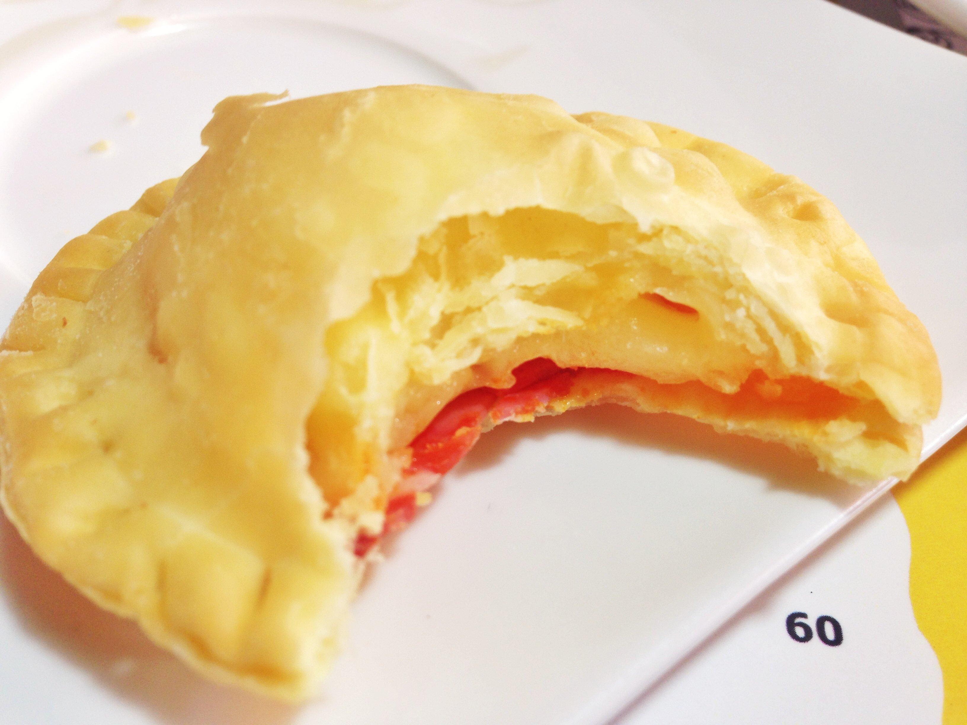 Pastelito de queso y chorizo.