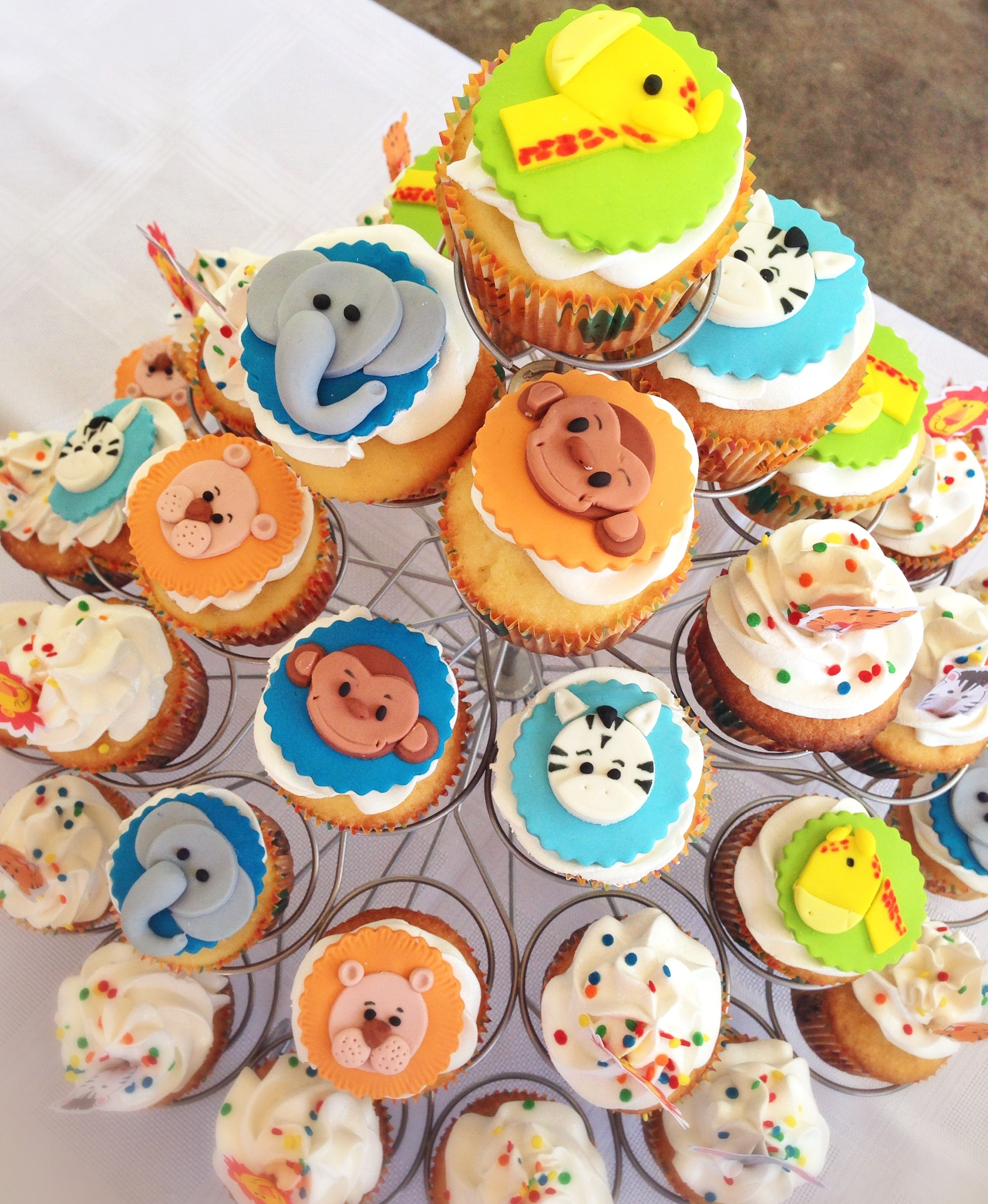 Cup Cakes hechos por @McreativoRd, motivo: animales de la selva.