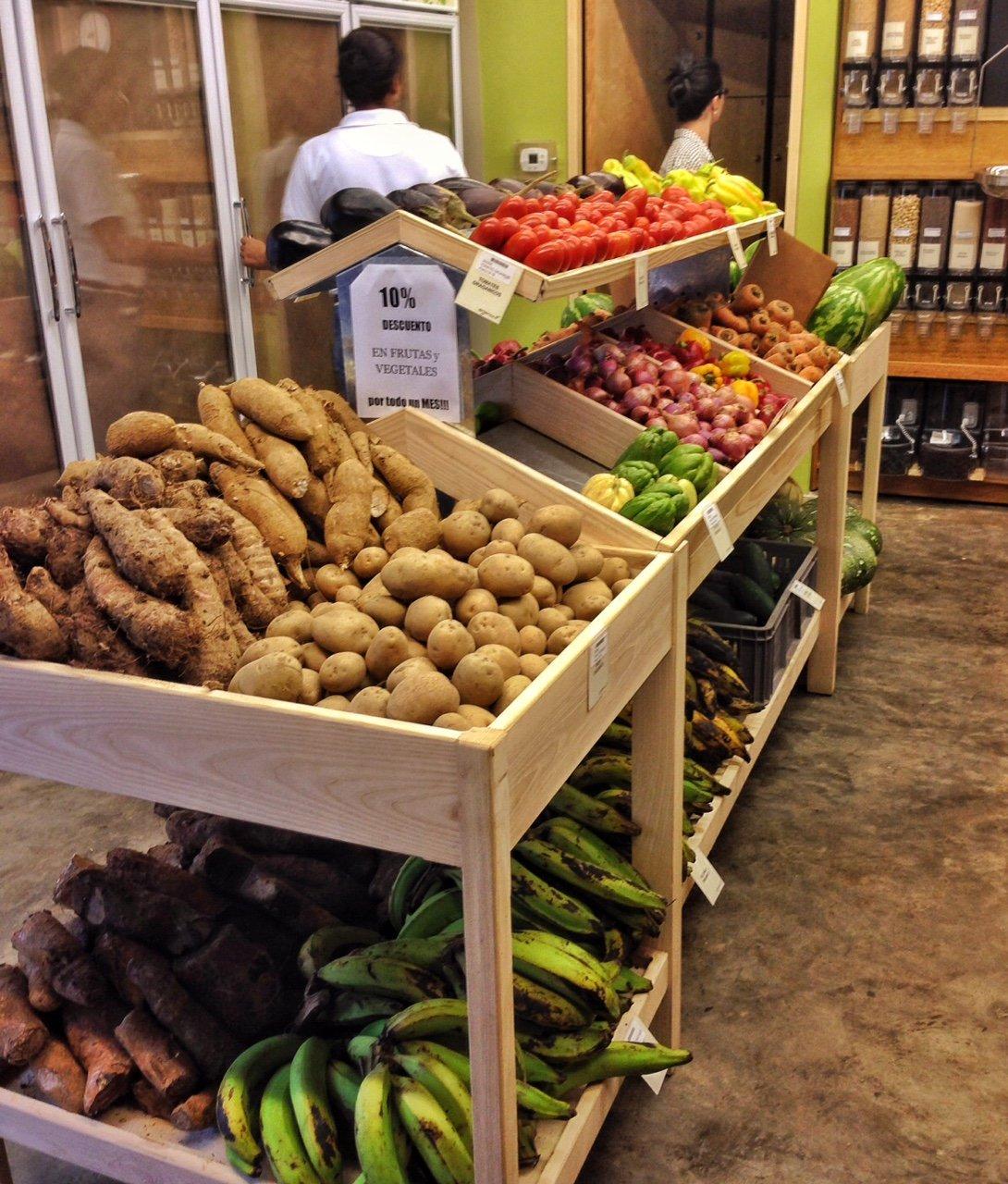 Mercado de productos orgánicos en la tienda Orgánica, Acrópolis Center