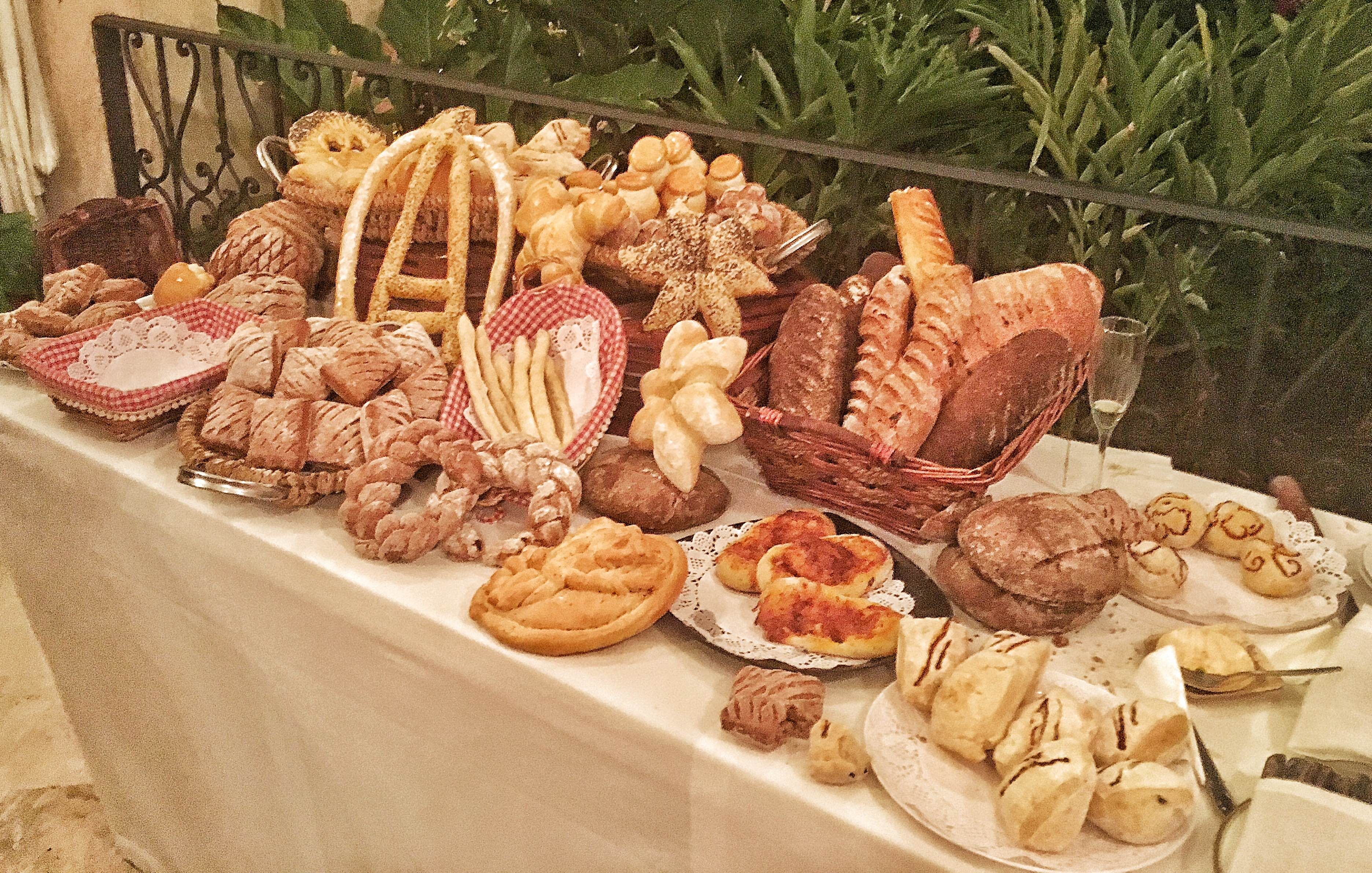 Durante el anuncio oficial de la actividad se degustaron auténticos panes y quesos franceses