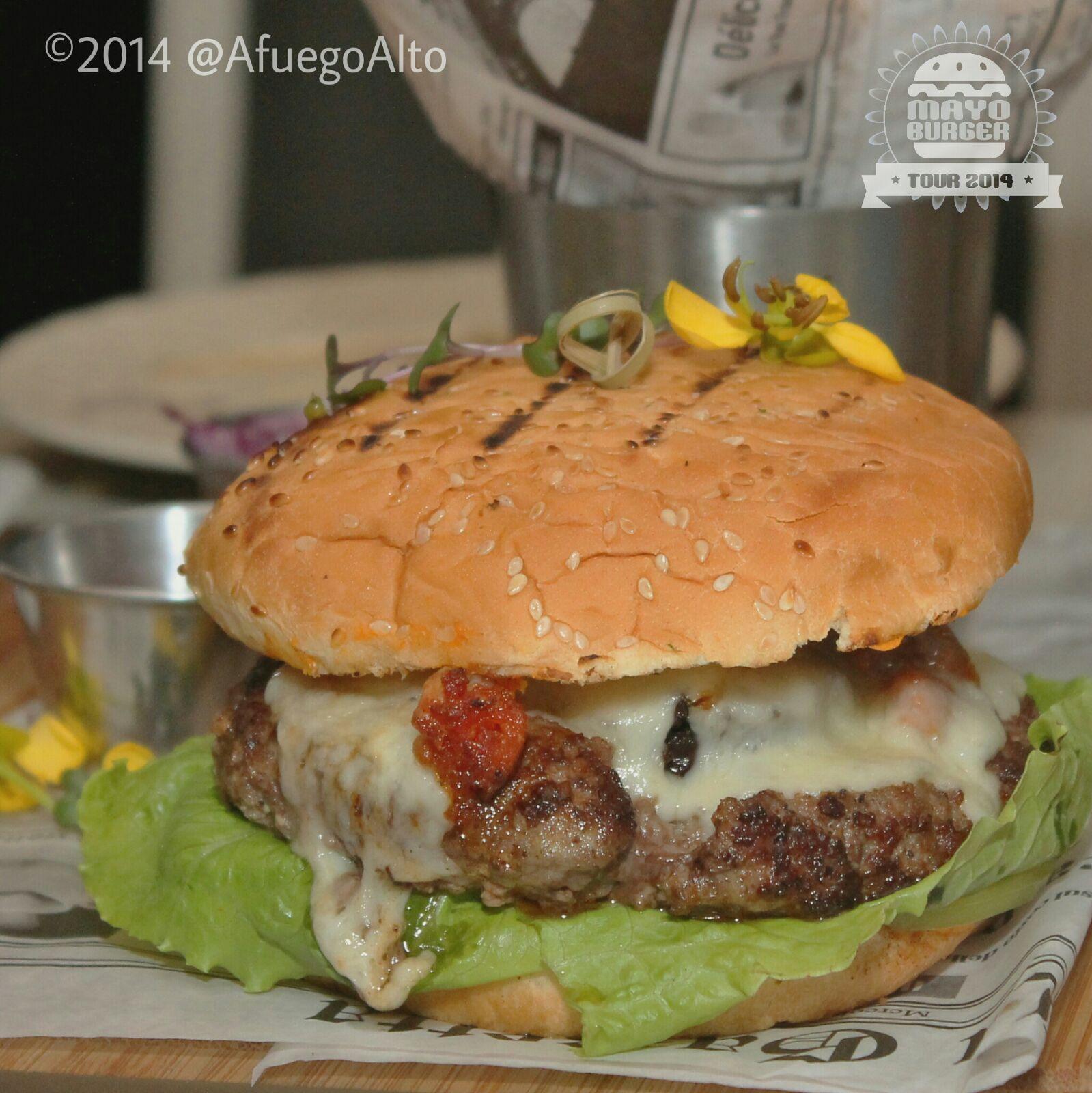 Burgos Burger del restaurante Colatte. Ganadora en la categoría de autor en el 2014. Mayo Burger Tour y los foodies a favor de la gastronomía dominicana.
