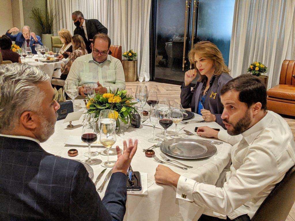 """Parte de los participantes a los almuerzos """"Medalla de oro 2020"""". Entre ellos, Milagros Germán, directora de comunicación del Palacio Nacional"""