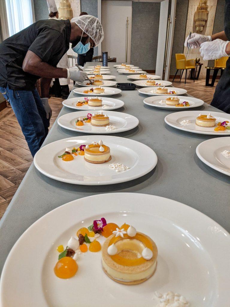 Cheesecake en dos texturas sobre Sablé de macadamia dominicana