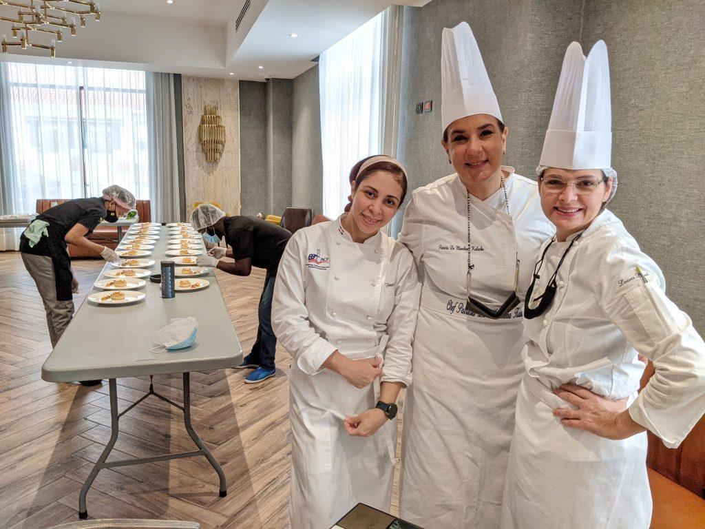 Pat de Marchena, Hanoi Vasquez y Laura Rizek equipo de apoyo