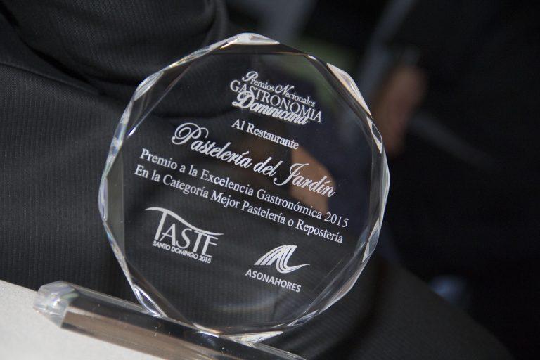 Estatuilla Premios Nacional de Gastronomia Dominicana