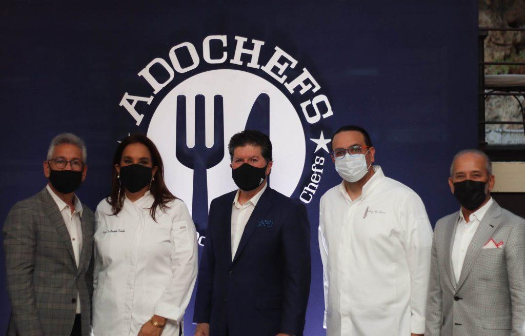 La Asociación Dominicana de Chefs (ADOCHEFS) presenta actividades y proyectos que llevarán a cabo durante el 2021-2022. Luis Ros, Sigfrido Pared Pérez, Alejandro Abreu y Patricia de Marchena.